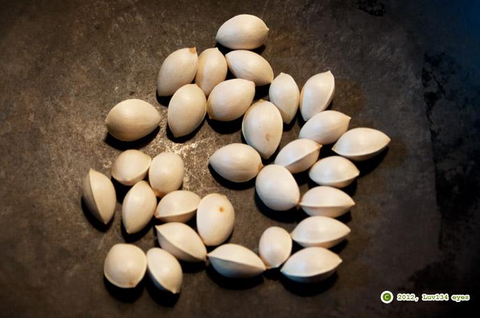 中華鍋で炒られるギンナン 2012/10/09