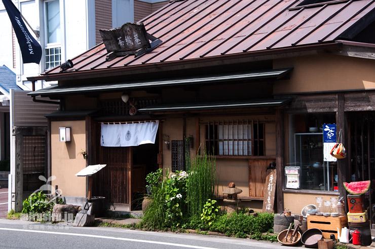 和風な雰囲気作りに植栽されたトクサ 鎌倉市・茶織菴 2019/06/06